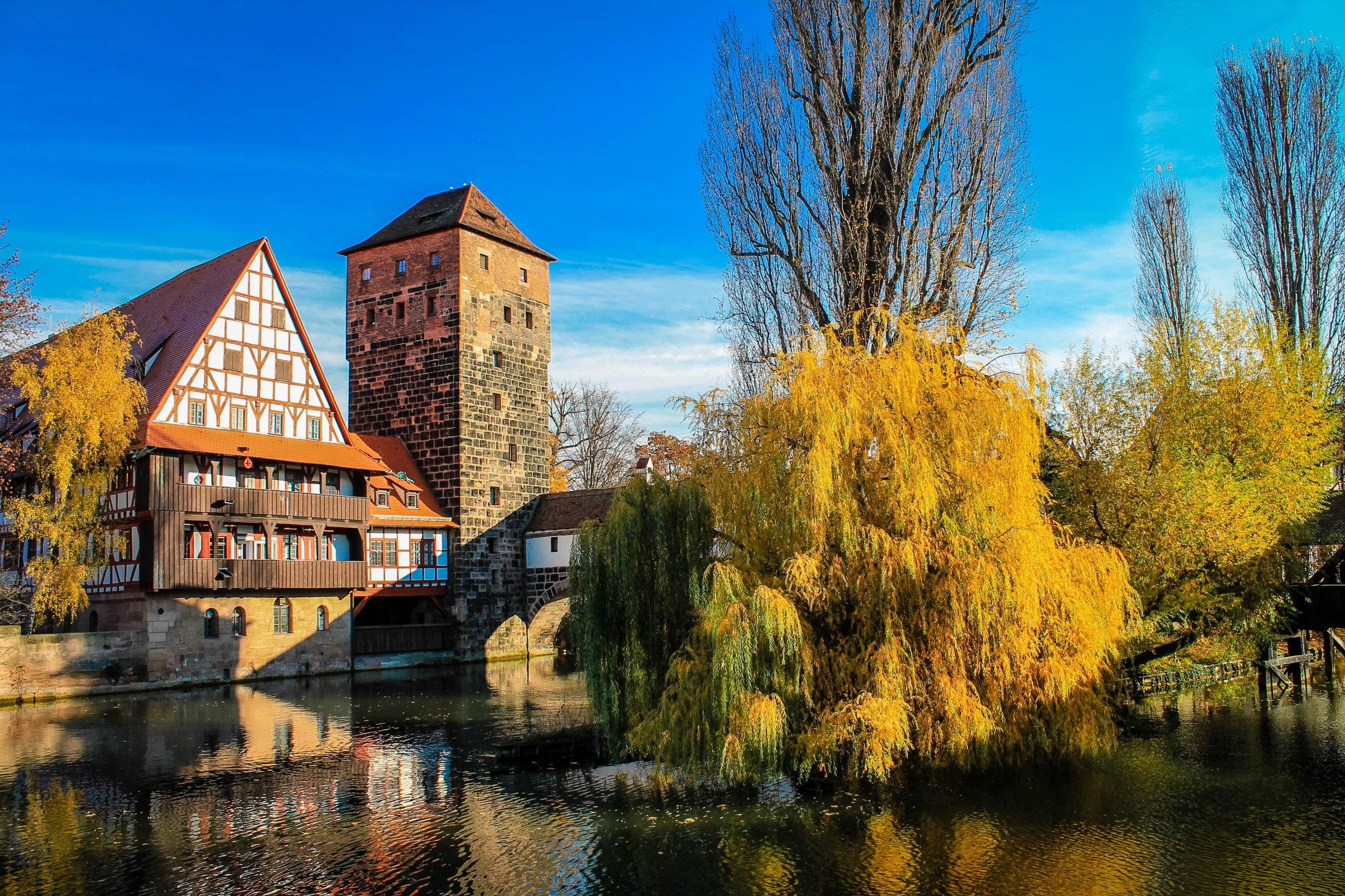 En voyage à Nuremberg en Allemagne, Pegnitz et maisons à colombage.